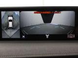 車両周辺の安全確認をサポートするパノラミックビューモニター搭載。車両の前後左右に搭載したカメラから取り込んだ映像を合成し、車両を上から見たような映像を表示します。