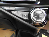 ●オートエアコンで風量や温度を自動調節。温度設定だけで車内の温度を保ちます●