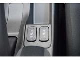 運転席・助手席には座面と背もたれが温まるシートヒーターが付いています。