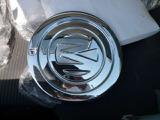 レトロチックな社外アルミ付きで、タイヤの溝もまだまだ大丈夫です。