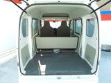 広いバックドア開口部、後席ドアの高い開口部などにより、積み降ろしがぐっとスムース。