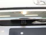リアカメラが付いています! 駐車時や後退時に視界確保のサポートをしてくれるので安心できますね。 人気装備です♪