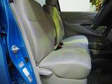 フロントベンチシートだから運転席助手席足元もゆったり広々快適 助手席への移動も楽々です