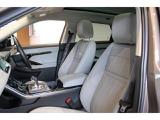 14ウェイメモリー機能付き電動フロントシートはシート形状をアップグレードし上品な座り心地