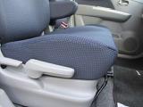 運転席の高さ調整も出来て便利です