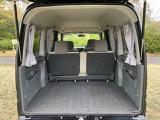 大きな開口のバックドアを楽に閉められるバックドアアシストベルトを採用!