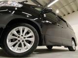 ホイルは純正18インチアルミホイルになります。タイヤは夏冬セットでお付けしますので、余計な出費もかさまず安心です。タイヤサイズ235-50-18。
