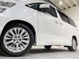 ホイルは18インチアルミホイルになります。タイヤは夏冬セットでお付けしますので、余計な出費もかさまず安心です。タイヤサイズ235-50-18。