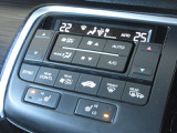 エアコンはオートエアコンでお好みの温度調整が出来、オールシーズン快適にドライブできます!さらに、運転席&助手席シートヒーターが付いてます。HIとLOの2段階に温度設定が可能です。