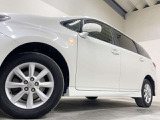 ホイルは純正15インチアルミホイルになります。タイヤは夏冬セットでお付けしますので、余計な出費もかさまず安心です。タイヤサイズ195-65-15。