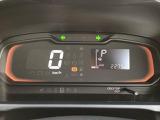 文字が大きく、とっても見やすいメーターです☆ディスプレイがグリーンに光ると、燃費の良い運転をしている証拠です(*^_^*)