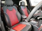 内装もSシリーズ専用オプションの赤シートでよりスポーティさを演出しています。