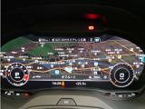 フルデジタルのメーターパネルには速度計と回転計に加えて、ナビゲーションなどの情報を表示するバーチャルコクピット。