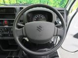 【SRS エアバッグ】車両衝突時運転席と助手席の搭乗者を保護するエアバッグを搭載しております。