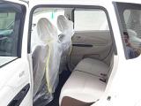 純正プライバシーガラス採用で、室内のプライバシーを守ります。夏場の車内温度も上がりにくくなります。