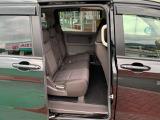 2列目シートは3人掛けベンチシートです。車内の高さもありゆったりと座って頂けますので後部座席にお乗りの方も楽しくドライブに参加できます☆折り畳み式のアームレストも付いています。