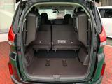 3列目シート座面を両方跳ね上げた状態です。背の高い荷物も気軽に積み込む事ができますよ。工夫次第でいろいろ便利に使えます。
