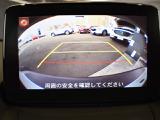 標準装備のバックモニターはナビのディスプレイに映像を映し出し、バックでの駐車をサポートします。