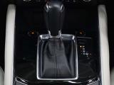 運転席、助手席に3段階調整式のシートヒーターを装備。また、ステアリングにもヒーターが付いてます。オートエアコンなので温度を設定するだけで、吹き出し口・風量を自動的に調整してくれて室内も快適です。