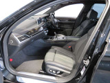 100項目にも上るポイントを徹底的にチェック。エンジン、トランスミッション、サスペンションなどを詳細に点検します。交換基準に達した部品があれば、BMW純正部品を使用し整備した後にお引渡しいたします。