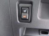 運転席座面にはシートヒーターが付いています。