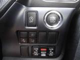 衝突被害軽減ブレーキ、車線逸脱警報装置、横滑り防止装置付き☆トヨタの安全装置満載!!アイドリングストップ機能も付いているので燃費向上♪