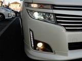キセノンヘッドライトは、本当に明るくて安全です。暗い夜道からお客様を守ってくれます。運転しやすいですし、自慢にもなるかも?黄色いハロゲンライトと見比べてください。
