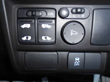 両側電動スライドドア装備!お手元のキーレスからも開閉可能!乗り降りの際もラクラク便利です。