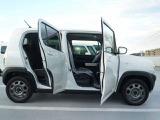 運転席側からドアを開けた状態です。