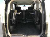 大きい荷物を積みたいときはこのように後部是席を倒してお使いいただくことができます!
