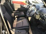 運転席、助手席の感覚はゆとりがあって快適な空間となっております!
