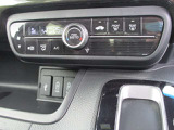 オートエアコンのコントローラー部です。 温度調整設定だけで、年中快適な室内空間で運転できます。