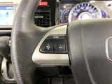 ハンドルスイッチで、走行中もハンドルから手を離すことなく、安全にオーディオをコントロールできます。