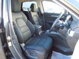お洒落で上質なブラックファブリックシート☆ロングドライブも快適なリラックス空間を実現!体幹をしっかり支えるフロントシート!あらゆる箇所に剛性施してます!