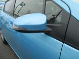 【ウィンカー付き電動格納式ドアミラー】ターンランプ付きドアミラーで対向車にも歩行者にも合図がみやすく安心です。