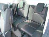 サードシートもゆったりと座れますよ。