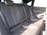 フルレザー仕様)で、運転席・助手席は共にシートヒーター機能が付いております。また室内はウッドパネルを採用しており、ワンランク上のグレードの高級感です。