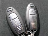 【インテリジェントキー】リモコンキーを持っているだけでエンジンがかかります。ドアのロック操作も持っているだけでできます。