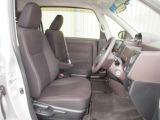 身体をフィットしサポート感も良いフロントシートは乗り心地も快適です。また、エアーバックは両席に装備で安全性も良くて安心ですね!助手席を倒せばテーブルに早代わり楽しいですね!