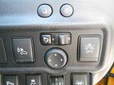 エマージェンシーブレーキ・LDW(車線逸脱警報)装備なのでまさかの時にサポートします。  電動格納式のドアミラー装備。
