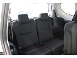 サードシートはセカンドシート下に折りたたんで格納することも可能です。