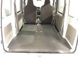後部座席のシートはフラットにたおせるので大きな荷物や、左右のスライドドアから荷物の積み下ろしがしやすく快適