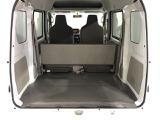 後部座席に大人二人座っている状態でも荷室が広いので荷物がたくさん積み込みできます
