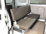 後部座席のシートはゆったりとした足元で長距離での移動でも快適