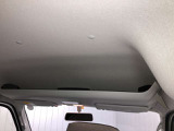 運転席・助手席の上には収納スペースがあり仕事の書類など助手席に置けないときなどに便利です