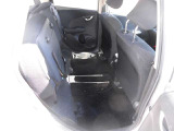 座席を跳ね上げれば、広い荷室としてもご利用いただけます。