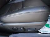 電動シートが採用されていますから、ご自身にぴったりのドライビングポジションで運転を楽しむことができます。