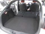 後部座席を収納すれば広い荷室を更に拡大。大きな荷物もお任せください!