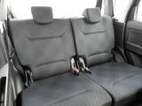 リアシートは十分なスペースが確保されており、ゆったりとドライブを楽しむことができます