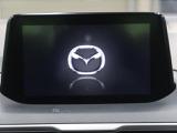 【マツダコネクトナビ】手元のリモコンで操作する、使いやすい多機能ナビが装備されています!運転がより楽しくなりますね!